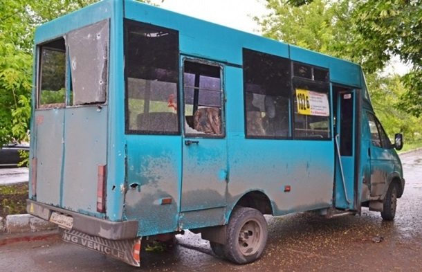 В Луганске под обстрел попала маршрутка