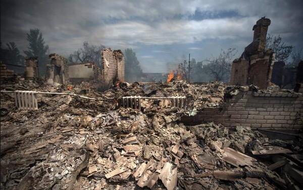Яценюк: Киев не намерен восстанавливать Донбасс