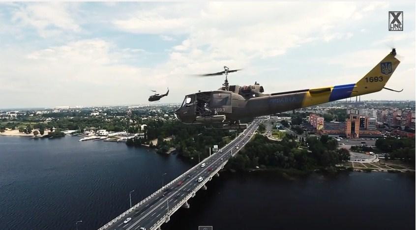 Американские вертолеты UH-1 Iroquois над Днепропетровском