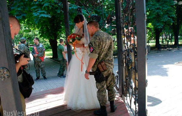 На свадьбу в гипсе