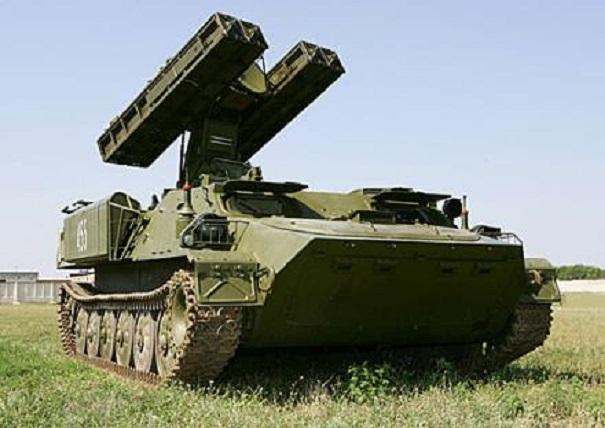 В Луганск вошла колона бронетехники с самоходными системами ПВО