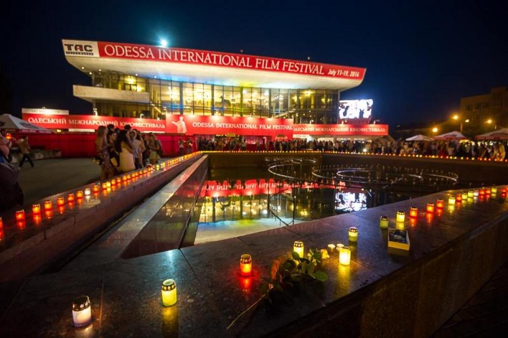 На одесском кинофестивале зажгли 298 свечей в память о жертвах крушения «Боинга»