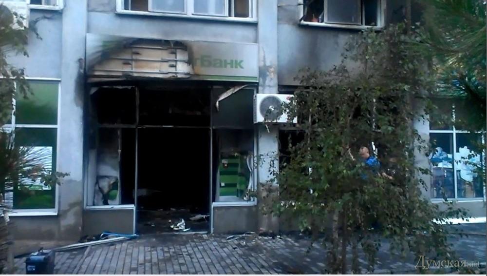 Взорвали приватбанк на Ядова