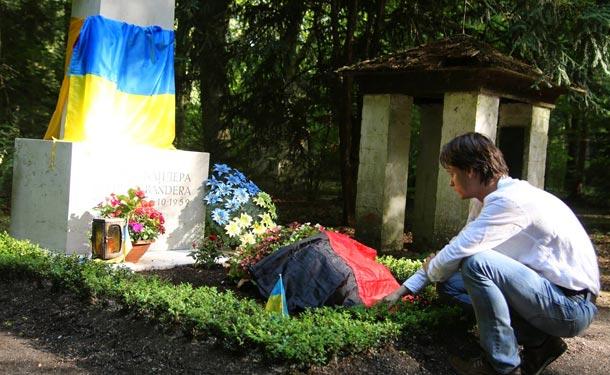 взорвали могилу Степана Бандеры