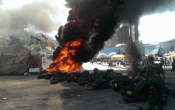 Майдан ликвидируют, активисты зажгли шины