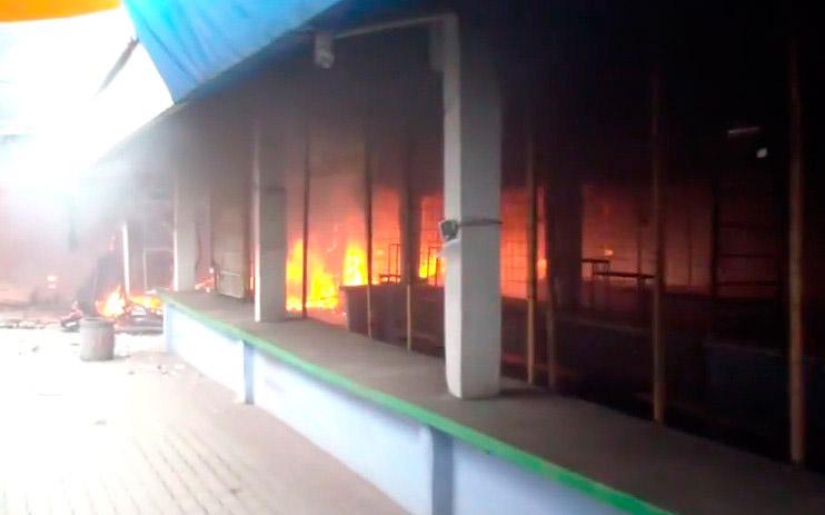Луганск горит городской рынок