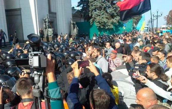Митинг Правого Сектора против закона о децентрализации