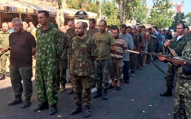 парад военнопленных в донецке
