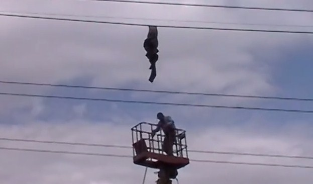 Как снимали тело солдата провода