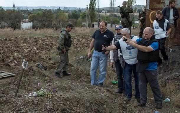 в захоронениях под Донецком найдены 400 тел