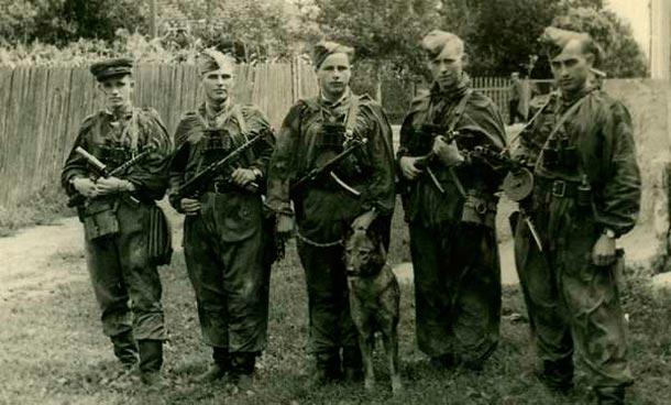 Охотники на бандеровцев, группа «УХ»