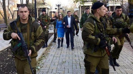 Захарченко с женой на выборах