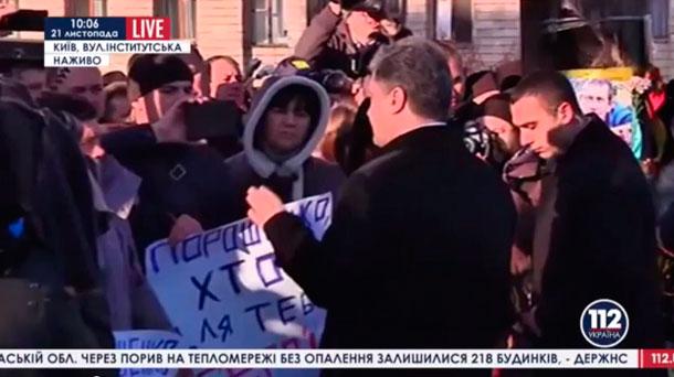 Родственники погибших на майдане освистали Порошенко