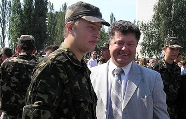 Порошенко наградил своего сына медалью «За отвагу»