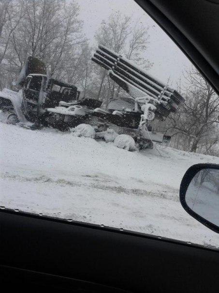 """Фотография уничтоженногоукраинского """"ГРАДа"""". Снято на трассеБахмутка врайоне блокпоста № 29."""