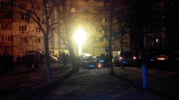 В Киеве на Троещине во дворе дома по ул. Архитектора Николаева 3В прогремел взрыв