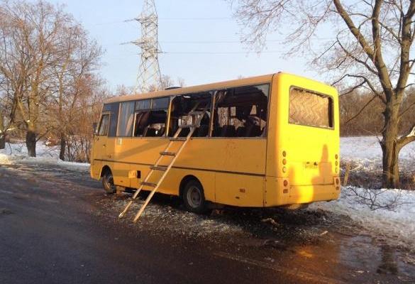 Под Волновахой снаряд попал в маршрутный автобус, 10 погибших