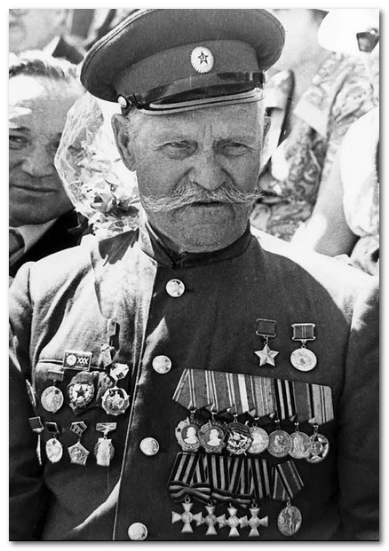 """Недорубов Константин Иосифович - наверное, самый известный георгиевский кавалер Великой Отечественной. Имея """"полный бант"""", он стал и Героем Советского Союза."""