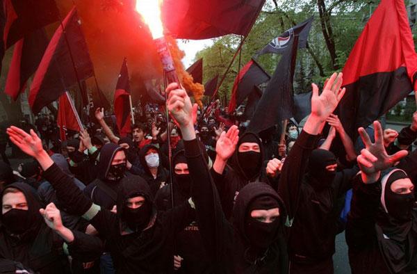 Британские СМИ назвали Правый Сектор фашистскими боевиками
