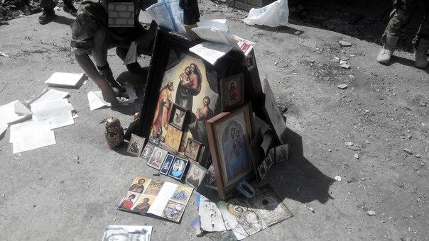 """Неонацисты """"Азова"""" сожгли православные иконы"""