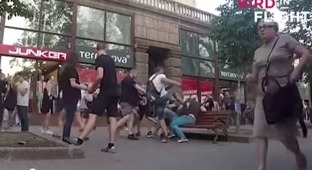 В Киеве избили геев, решивших пройтись по городу взявшись за руки