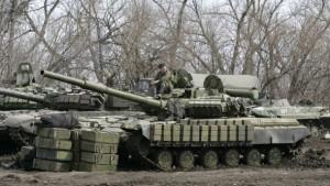ДНР и ЛНР отводят технику калибром до 100 мм