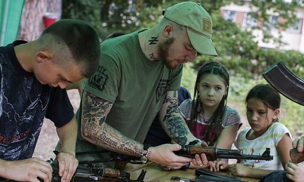 """Daily Mail о детском лагере неонацистов """"Азова"""" под Киевом"""