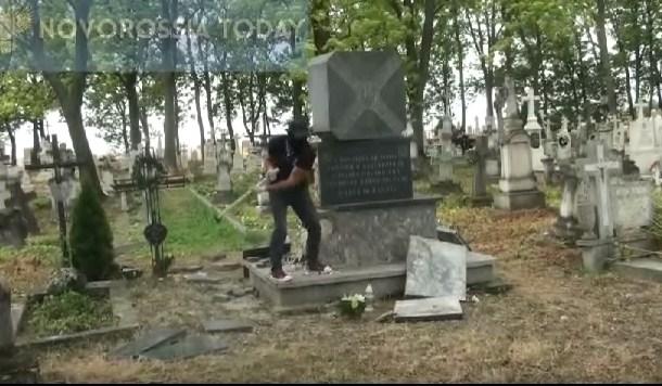 В Польше снесли еще один памятник бандеровцам