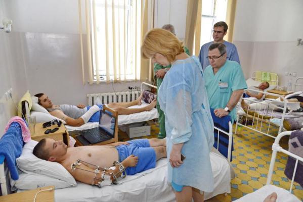 в Днепропетровск ежедневно привозят до 50 раненых